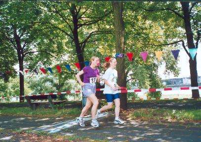 Nidhruvi Zimmermann und Paula Mairer